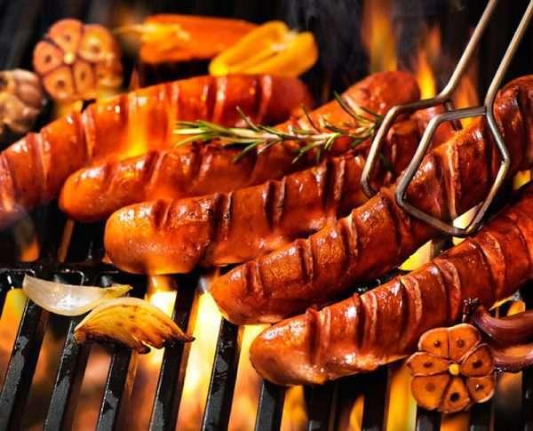 Grilworst op barbecue