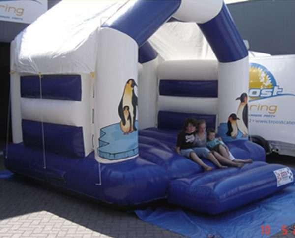 Springkussen Pinguin met dak