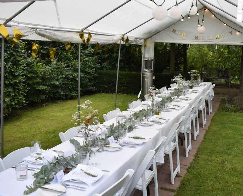 Gedekte tafel voor bruiloft