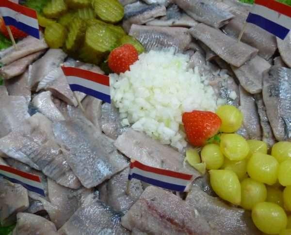 Haring met ui en zuur